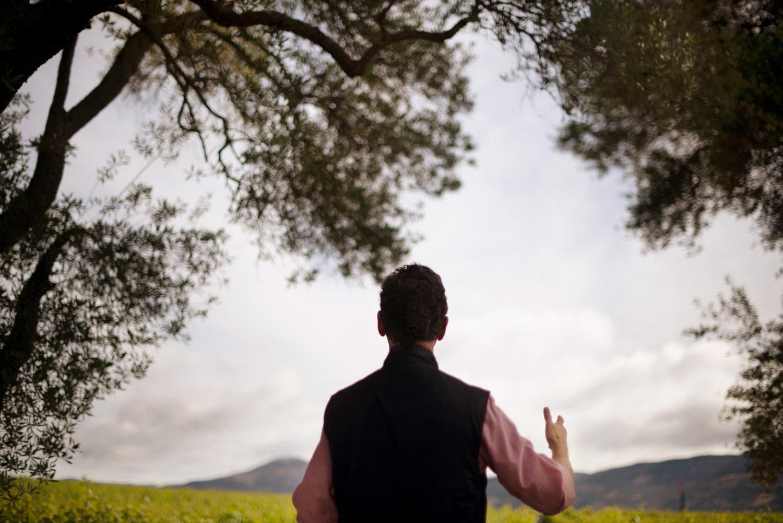 Paul Hobbs in vineyard